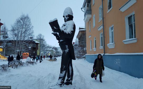 Памятники на Чумбаровке в снегу