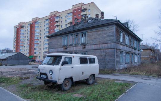 За парковку на газоне в Архангельске оштрафовали 16 человек