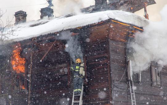 Как тушат пожар в Архангельске
